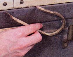 Рис. 17 Замените испортившиеся прокладки задней панели