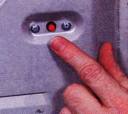 Рис. 28 У машины может иметься кнопка сброса тепловой защиты