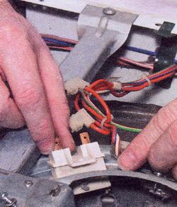 Рис. 30 Пусть специалист проверит и заменит неисправный термопредохранитель