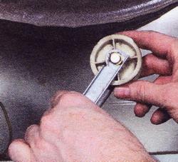 Рис. 38 Изношенный натяжной шкив может издавать высокий пищащий звук