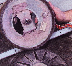 Рис. 37 Для замены изношенных подшипников барабана обратитесь в сервис