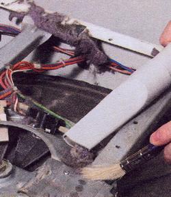 Рис. 49 При любой возможности удаляйте пыль с внутренних деталей машины