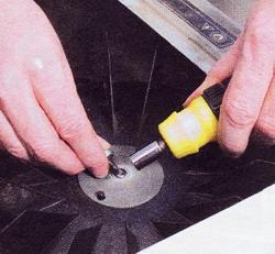 Рис. 46 Снимите крыльчатку и почистите электродвигатель